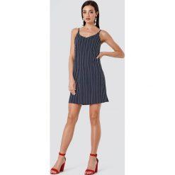 Rut&Circle Sukienka w paski Mira - Blue. Sukienki damskie Rut&Circle, w paski, z tkaniny. Za 146.95 zł.