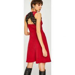 Liu Jo - Sukienka. Szare sukienki damskie Liu Jo, z koronki, casualowe, z okrągłym kołnierzem. Za 799.90 zł.