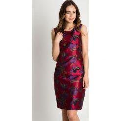 Różowa sukienka w kwieciste wzory BIALCON. Czerwone sukienki damskie BIALCON, wizytowe. W wyprzedaży za 140.00 zł.