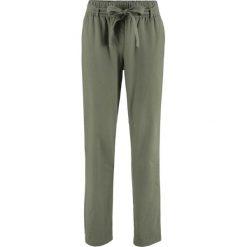 Spodnie lniane z wiązanym paskiem bonprix oliwkowy. Zielone spodnie materiałowe damskie bonprix. Za 79.99 zł.