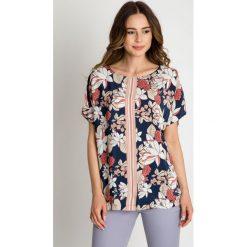 Wiskozowa bluzka z kwiatowym wzorem BIALCON. Szare bluzki damskie BIALCON, z tkaniny, klasyczne, z klasycznym kołnierzykiem, z krótkim rękawem. W wyprzedaży za 140.00 zł.