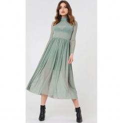 NA-KD Trend Siateczkowa sukienka midi z długim rękawem - Green. Zielone sukienki damskie NA-KD Trend, z elastanu, ze stójką, z długim rękawem. W wyprzedaży za 135.80 zł.