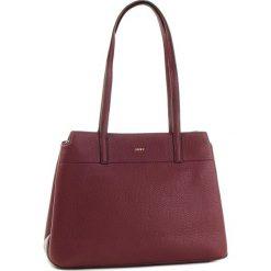 Torebka DKNY - R83A5685  Xod Blood Red 645. Czerwone torebki do ręki damskie DKNY, ze skóry. Za 1,399.00 zł.