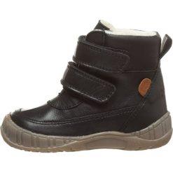 Skórzane botki zimowe w kolorze czarnym. Buty zimowe chłopięce marki Geox. W wyprzedaży za 207.95 zł.