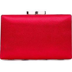 Czerwona torebka puzderko QUIOSQUE. Czerwone torebki do ręki damskie QUIOSQUE, z satyny. Za 99.99 zł.