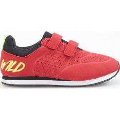 Sportowe buty na rzepy - Czerwony. Buty sportowe chłopięce marki bonprix. Za 79.99 zł.