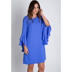 Luźna niebieska sukienka z rozkloszowanymi rękawami  BIALCON. Sukienki damskie BIALCON, na lato, z materiału, eleganckie. Za 345.00 zł.