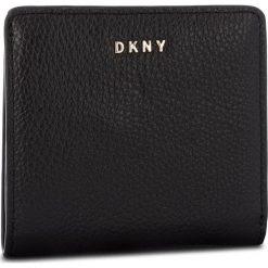 Mały Portfel Damski DKNY - Bifold Wallet- Pebbl R83ZA657  Blk/Gold BGD. Czarne portfele damskie DKNY, ze skóry. Za 339.00 zł.