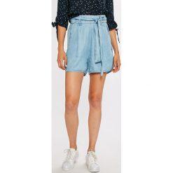 Guess Jeans - Szorty Sunny. Szare szorty damskie Guess Jeans, z jeansu, casualowe. W wyprzedaży za 269.90 zł.
