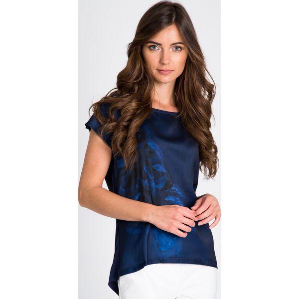 369a6f81303ab6 Granatowa bluzka z kwiatem QUIOSQUE - Bluzki damskie QUIOSQUE, z ...