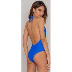 NA-KD Swimwear Kostium kąpielowy wiązany na szyi - Blue. Niebieskie kostiumy jednoczęściowe damskie NA-KD Swimwear. W wyprzedaży za 36.59 zł.