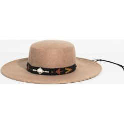 Parfois - Kapelusz. Szare czapki i kapelusze damskie Parfois, z materiału. W wyprzedaży za 59.90 zł.