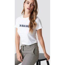 MANGO T-shirt Thinking - White. Białe t-shirty damskie Mango, z aplikacjami, z materiału, z okrągłym kołnierzem. Za 40.95 zł.
