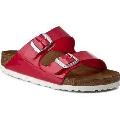 Klapki BIRKENSTOCK - Arizona 1005283 Tango Red Patent. Czerwone klapki damskie Birkenstock, ze skóry ekologicznej. Za 294.00 zł.