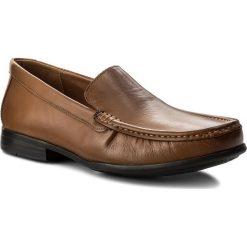 Mokasyny CLARKS - Claude Plain 261243167 Tan Leather. Brązowe mokasyny męskie Clarks, z materiału. W wyprzedaży za 189.00 zł.