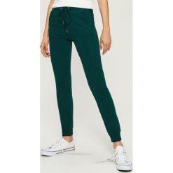 Spodnie dresowe - Turkusowy. Niebieskie spodnie dresowe damskie Sinsay, z dresówki. Za 39.99 zł.