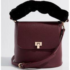 Torebka z odpinanym uchwytem - Bordowy. Czerwone torebki do ręki damskie Mohito. Za 99.99 zł.