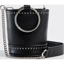 Torebka z metalowym uchwytem Gold Label - Czarny. Czarne torebki do ręki damskie Mohito. Za 119.99 zł.