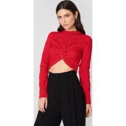 NA-KD Dzianinowy sweter kopertowy - Red. Czerwone swetry damskie NA-KD, z dzianiny, z kopertowym dekoltem. W wyprzedaży za 36.59 zł.
