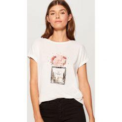 Koszulka oversize - Biały. Białe t-shirty damskie Mohito. Za 59.99 zł.
