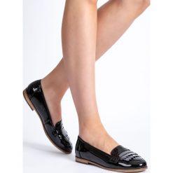 Czarne lakierowane mokasyny damskie QUIOSQUE. Czarne mokasyny damskie QUIOSQUE, z lakierowanej skóry. W wyprzedaży za 59.99 zł.
