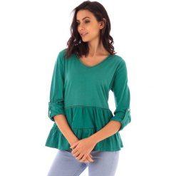 Koszulka w kolorze zielonym. Bluzki damskie fille de Coton, z bawełny, klasyczne. W wyprzedaży za 99.95 zł.