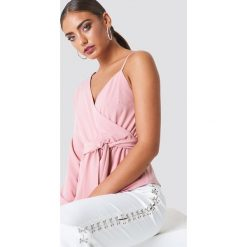 NA-KD Asymetryczna koszula - Pink. Różowe koszule damskie NA-KD, z asymetrycznym kołnierzem, z długim rękawem. Za 121.95 zł.
