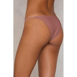 NA-KD Swimwear Dół od bikini z cienkimi paskami - Pink. Różowe bikini damskie NA-KD Swimwear, w paski. W wyprzedaży za 40.48 zł.