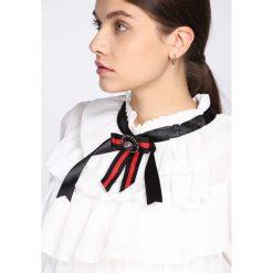 Biała Bluzka Helpless. Białe bluzki damskie Born2be, z długim rękawem. Za 69.99 zł.