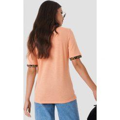 Moves T-shirt Kissa - Pink. Różowe t-shirty damskie Moves, z nadrukiem, z klasycznym kołnierzykiem. Za 161.95 zł.
