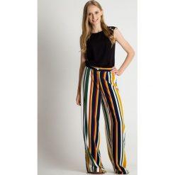 Luźne spodnie szwedy w paski BIALCON. Żółte spodnie materiałowe damskie BIALCON, w paski, z tkaniny. Za 199.00 zł.