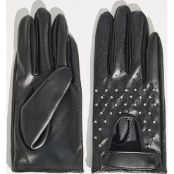 Rękawiczki z małymi nitami - Czarny. Czarne rękawiczki damskie Sinsay. Za 29.99 zł.