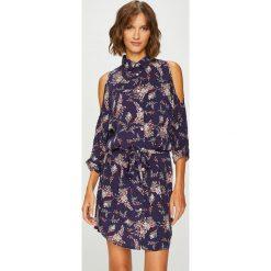 Answear - Sukienka. Szare sukienki damskie ANSWEAR, w paski, z tkaniny, casualowe. W wyprzedaży za 119.90 zł.