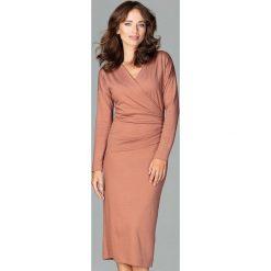 Sukienka z marszczeniem k477. Czerwone sukienki damskie Global, biznesowe, z dekoltem w serek, z długim rękawem. Za 179.00 zł.