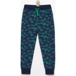 Spodnie dresowe - Granatowy. Spodnie sportowe dla chłopców Reserved, z dresówki. Za 49.99 zł.