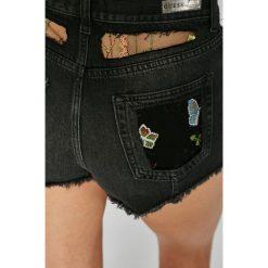 Guess Jeans - Szorty Rose. Czerwone szorty damskie Guess Jeans, z bawełny, casualowe. W wyprzedaży za 399.90 zł.