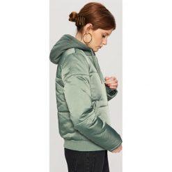 Pikowana kurtka z kapturem - Zielony. Kurtki i płaszcze dla chłopców Reserved. W wyprzedaży za 59.99 zł.