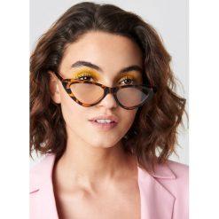 Emilie Briting x NA-KD Okulary przeciwsłoneczne kocie oczy - Brown. Okulary przeciwsłoneczne damskie marki QUECHUA. W wyprzedaży za 30.47 zł.