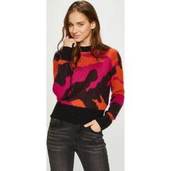 Diesel - Sweter. Brązowe swetry damskie Diesel, z dzianiny, z okrągłym kołnierzem. W wyprzedaży za 699.90 zł.