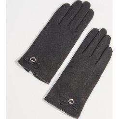 Wełniane rękawiczki z biżuteryjną aplikacją - Czarny. Czarne rękawiczki damskie Mohito, z aplikacjami, z wełny. Za 49.99 zł.
