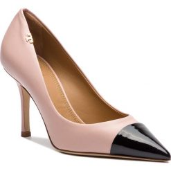 Szpilki TORY BURCH - Penelope 85mm Cap-Toe Pump 51437 Sea Shell Pink/Perfect Black 677. Czerwone szpilki damskie Tory Burch, z lakierowanej skóry. Za 1,639.00 zł.