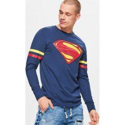 Koszulka z długim rękawem SUPERMAN - Granatowy. Niebieskie bluzki z długim rękawem męskie Cropp, z motywem z bajki. Za 59.99 zł.