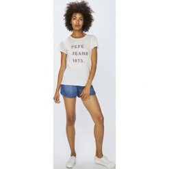 Pepe Jeans - Top. Różowe topy damskie Pepe Jeans, z jeansu, z krótkim rękawem. W wyprzedaży za 99.90 zł.