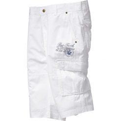 Długie bermudy Regular Fit bonprix biały. Białe szorty męskie bonprix, z nadrukiem. Za 109.99 zł.