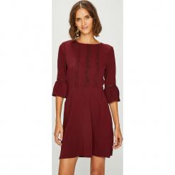 Answear - Sukienka fallin in Autumn. Brązowe sukienki damskie ANSWEAR, z elastanu, casualowe, z okrągłym kołnierzem. W wyprzedaży za 89.90 zł.