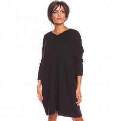 """Sukienka """"Calli"""" w kolorze czarnym. Czarne sukienki damskie So Cachemire, z kaszmiru. W wyprzedaży za 217.95 zł."""