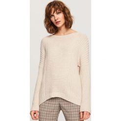 Sweter z wiązaniem z tyłu - Kremowy. Białe swetry damskie Reserved. Za 79.99 zł.