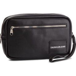 Saszetka CALVIN KLEIN JEANS - Coated Travel Case K40K400839 001. Czarne saszetki męskie Calvin Klein Jeans, z jeansu, młodzieżowe. Za 299.00 zł.