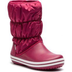 Śniegowce CROCS - Winter Puff Boot 14614 Pomegranate/White. Czerwone kozaki damskie Crocs, z materiału. W wyprzedaży za 199.00 zł.