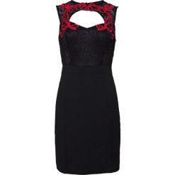 Sukienka z koronkowym kołnierzem bonprix czarno-czerwony. Czarne sukienki damskie bonprix, z koronki, wizytowe, na ramiączkach. Za 129.99 zł.